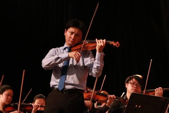 小提琴协奏曲《梁祝》的独奏-四川音乐学院交响乐团走进西南石油大